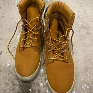 7 1/2 Timberland London boots/shoes